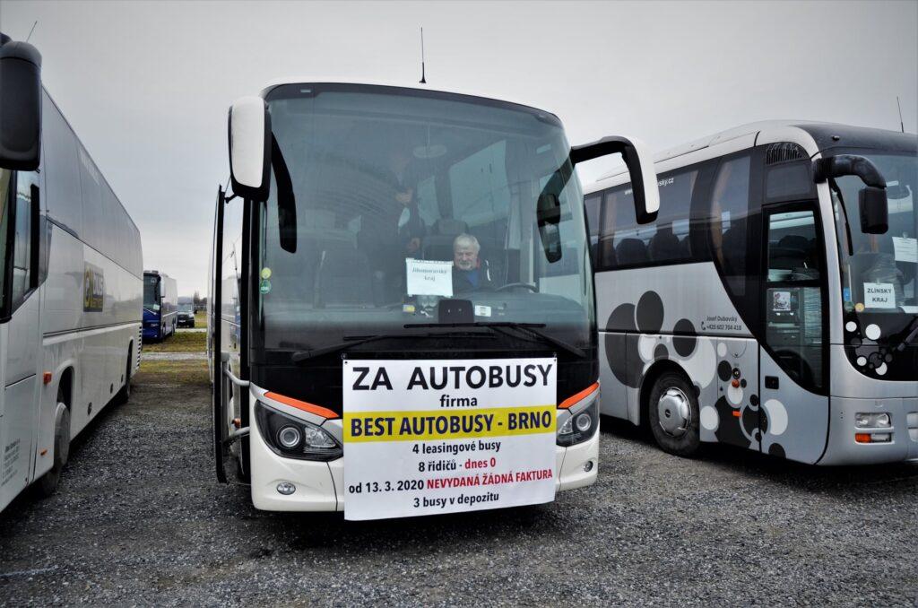 300 dopravců přijelo protestovat do Letňan proti neuspokojivé situaci v nepravidelné autobusové dopravě (foto: Zdeněk Nesveda)